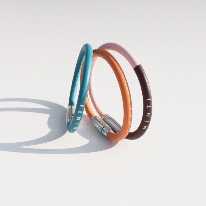 bracelet Nïnti Ring en cuir recyclé coloris mangue bleu tropique et bicolor