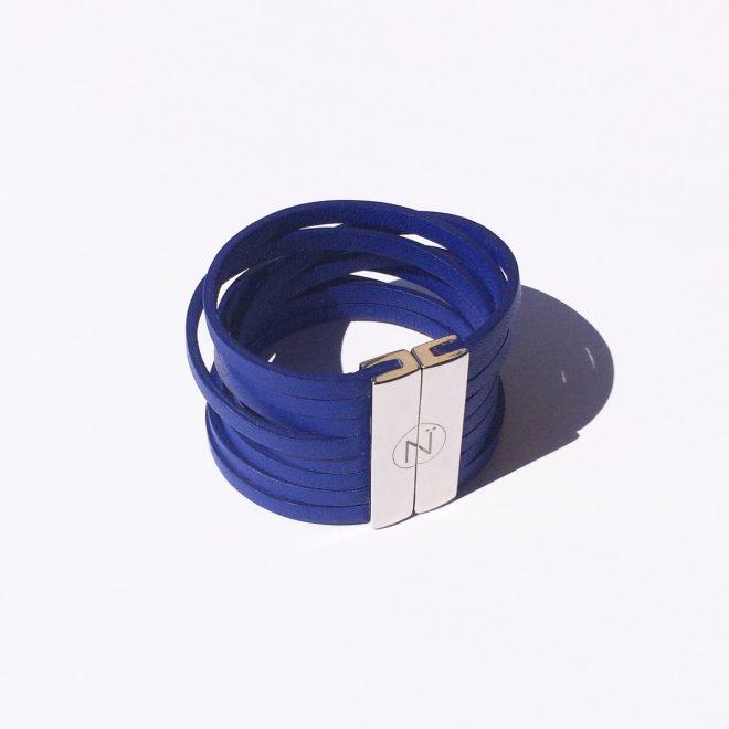Bracelet Manchette cuir modèle Paratii bleu Klein lanières avec fermoir palladium