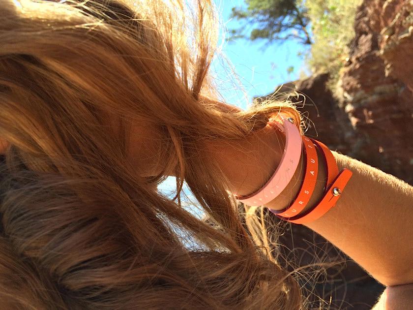 Bracelet manchette Nïnti modèle Alice orange et rose pétale. Les bracelets Nïnti sont réalisés en écoconception avec des cuirs recyclés issus de chutes de cuir des ateliers de maisons françaises de maroquinerie de luxe.